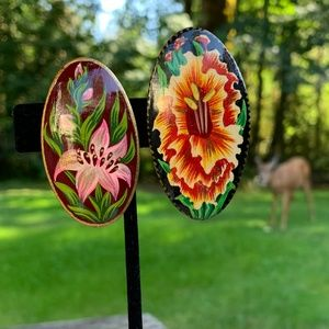 🌻Vintage Hand Painted Wood Floral Brooches